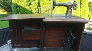Antique Singer sewing machine for Sale in Springfield, NJ
