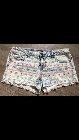 Women's white wash jean fringe shorts embroidered 7 for Sale in Vancouver, WA