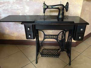 ANTIQUE 1914 Singer Sewing Machine with 5 Drawer Cabinet for Sale in Southwest Ranches, FL