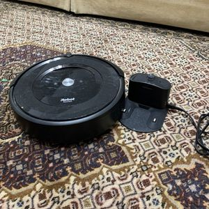 Roomba E5 for Sale in Pataskala, OH