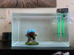 Fish tank - 4 neons and 1 beta fish for Sale in Frisco, TX