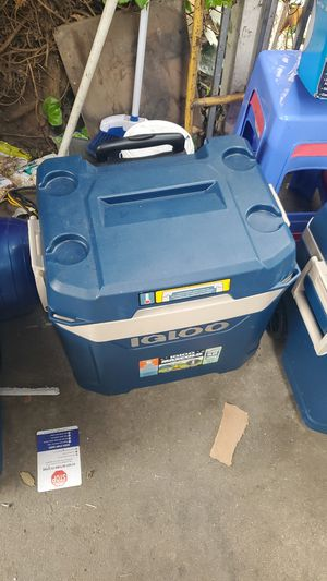 Igloo Cooler 5 Days Cold for Sale in Los Angeles, CA