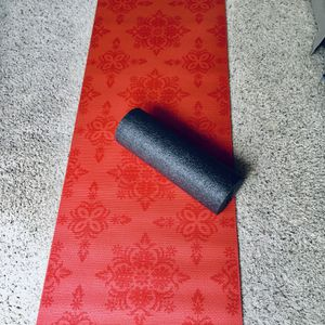 GAIAM Yoga Mat And Foam Roller for Sale in Issaquah, WA
