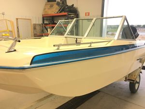 1985 invader boat 115 hp Johnson for Sale in Bismarck, ND