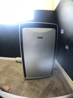 Portable AC unit with hose for Sale in Los Angeles, CA