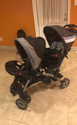 Twin baby stroller for Sale in Silver Spring, MD