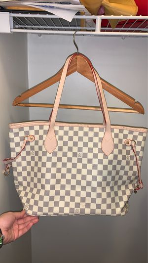 Louis Vuitton Hand Bag for Sale in Chicago, IL