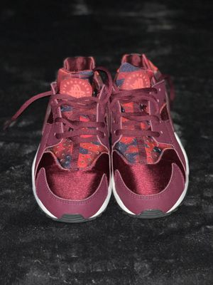 Nike huarache shoes for Sale in Oxon Hill, MD