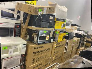 Microwave liquidation sale☺️☺️☺️ SJ2F3 for Sale in Ontario, CA