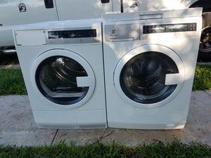 Lavadora y secadora marca Electrolux de uso 24 pulgadas for Sale in Coral Gables, FL