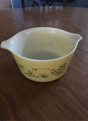 Vintage Pyrex bowl for Sale in Hesperia, CA