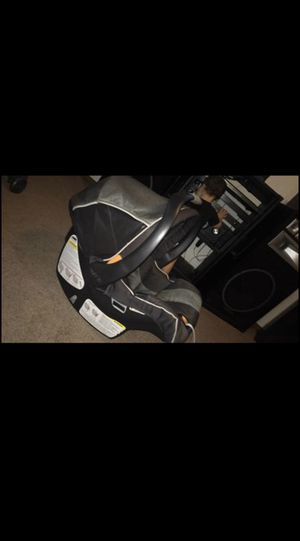 Chicco keyfit car seat for Sale in Indianapolis, IN
