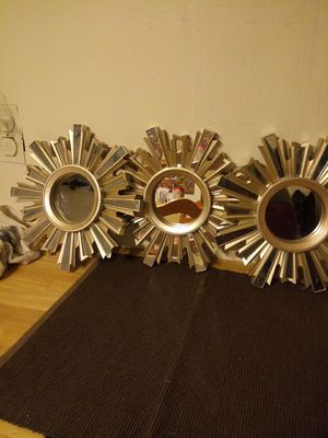 3 small mirrors home decor one is broken. See picture 5 for all 3 for Sale in Fresno, CA