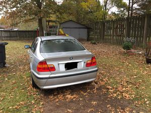 03 BMW 320i ( runs but doesnt stay on and hood needs to be fixed) for Sale in Baton Rouge, LA