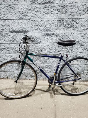 TREK MOUNTAIN TRACK HYBRID BIKE ( EXCELLENT CONDITION) for Sale in Chicago, IL