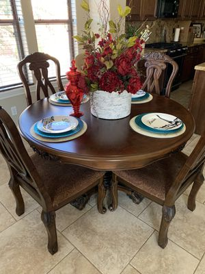 Round kitchen table for Sale in Goodyear, AZ