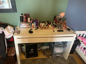 makeup vanity 🌹 for Sale in Chino Hills, CA