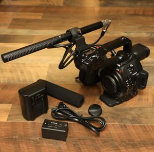 Canon C100 Mark II Cinema Camcorder Bundle with Shotgun Mic for Sale in Seattle, WA