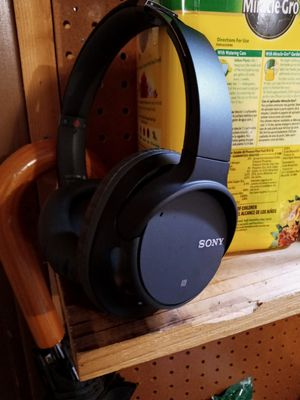 Sony noise cancelling headphones for Sale in Silverdale, WA