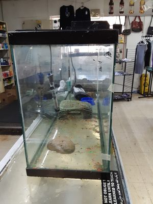 55 galon fish tank it come with motor for Sale in Roanoke, VA