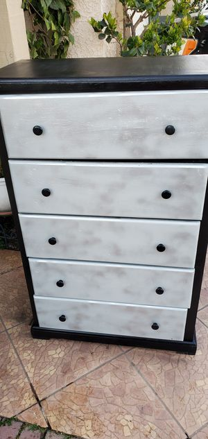 Tall dresses 5 drawers for Sale in Fresno, CA