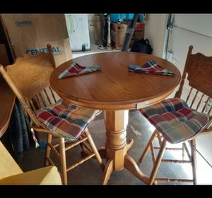 """Beautiful High table with two high chairs in very good condition. 43 """"H × 35""""D table and chair 48""""H for Sale in Kent, WA"""