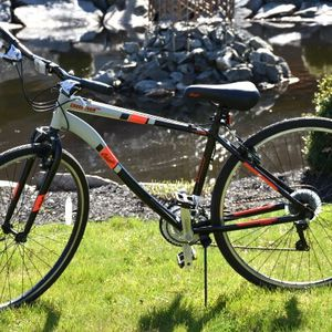Columbia Cross Train Hybrid Bicycle 21 Speed for Sale in Chino, CA