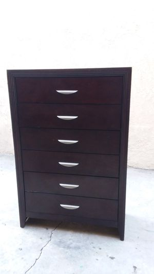 SIX DRAWERS DRESSER for Sale in Whittier, CA