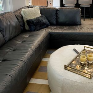 Leather sectional with matching Ottoman. Palliser Jura Brand, Espresso Color. for Sale in Snoqualmie Pass, WA
