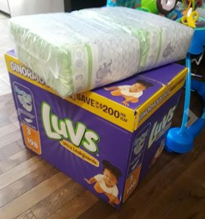 Luvs ultra leakguards disposable baby diapers newborn size 1 , 252 count one month supply for Sale in Maywood, IL