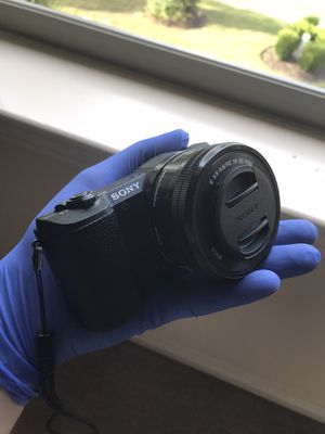 SONY A5100 24.3 MEGAPIXEL MIRRORLESS CAMERA for Sale in Houston, TX