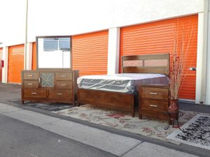 😴😴 solid Chestnut queen size bedroom set showroom condition mattress included 590$ for Sale in Tempe, AZ
