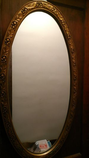 LARGE OVAL VINTAGE MIRROR for Sale in Fort Wayne, IN