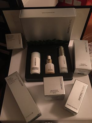 AMOREPACIFIC gift set and icons gift set- 8 piece for Sale in Bellevue, WA