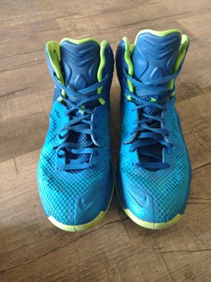 """NIKE """"ZOOM"""" BASKETBALL SHOES for Sale in Hawthorne, CA"""