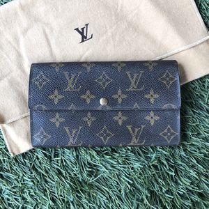 Authentic Louis Vuitton Vintage Purse Long Wallet Monogram for Sale in San Diego, CA