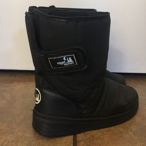 Kids Black Snow Boots Size 5 for Sale in Phoenix, AZ