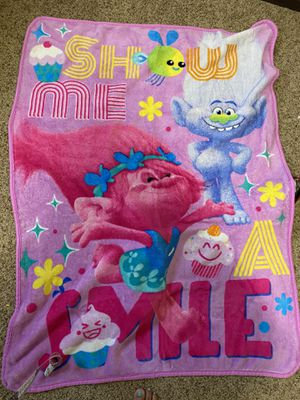 TROLLS mini blanket for Sale in Montebello, CA