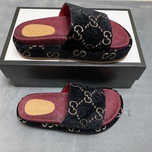 Gucci Slippers Women Size 5 for Sale in Brooklyn, NY