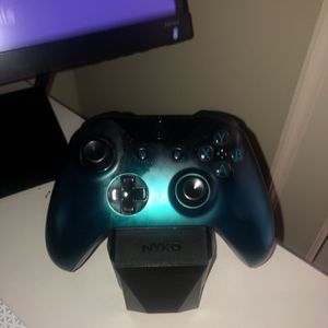 XBOX ONE W/ Controller & Wireless Headset FREE AIR PODS INCLUDED for Sale in Atlanta, GA