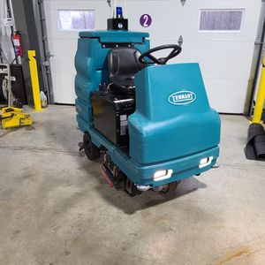Tennant Floor Scrubber Ride On for Sale in North Olmsted, OH