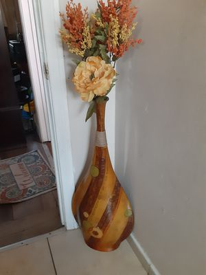 Florero de madera mide 32 pulgadas de alto for Sale in Long Beach, CA