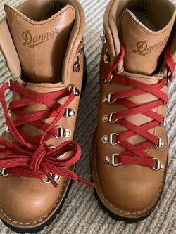 Danner Mountain Light Cascade Boots Made In USA size 10 US, 9.5 UK, 44 Euro for Sale in West Linn,  OR
