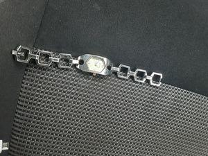 Reloj de mujer distensible de metal delgado for Sale in Riverside, CA