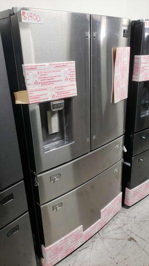 Samsung Fridge 27.8 cu. ft. Food Showcase 4-Door French Door Refrigerator for Sale in Garden Grove, CA