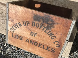 Antique seven up bottle crate for Sale in Redondo Beach,  CA