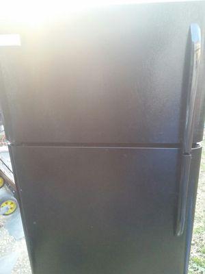 Refrigerator top freezer like new 5 months warranty for Sale in Alexandria, VA