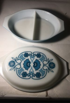 Blue and white floral Pyrex bowl with lid for Sale in Polk City, FL