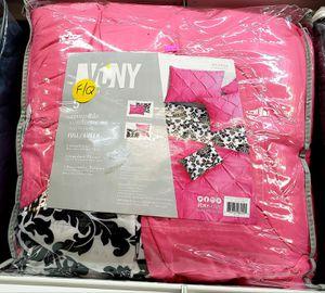 NEW FULL QUEEN 5PC Reversible Comforter Set: njft hsewres for Sale in Burlington, NJ