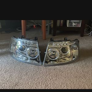 headlight assambly one pair. ford expedition 2004 for Sale in Lynnwood, WA